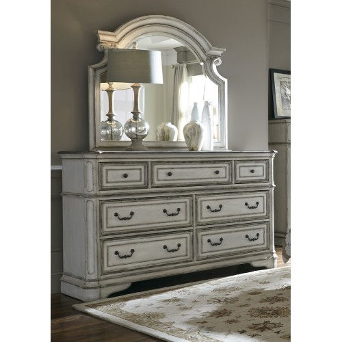 Magnolia Manor 7 Drawer Dresser & Mirror