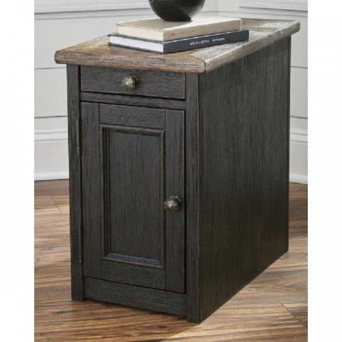 TYLER CREEK CHAIR SIDE TABLE